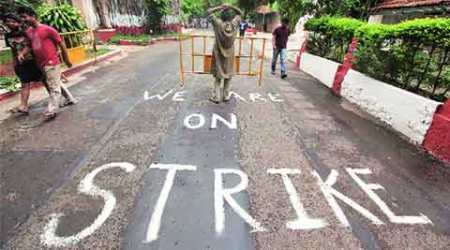 Mumbai talks fail to break FTII deadlock, next meeting on Oct 1
