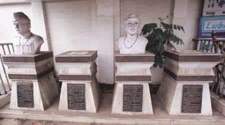 jyoti basu, jyoti basu statue vandalised, jyoti basu statue dismantled, tmc, trinamool congree, cpm, kolkata news, india news