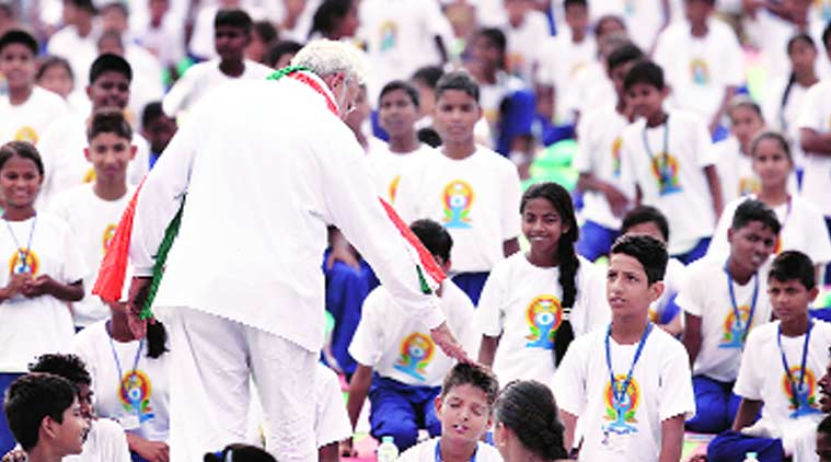 Prime Minister Narendra Modi chats with schoolchildren after the session. (Source: Express photo by Ravi Kanojia)