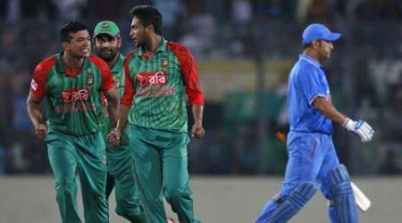 Ind vs Ban, India vs Bangladesh, Ind vs ban odi, ind vs ban 1st odi, india vs bangladesh odi, ms dhoni, ms dhoni pushing, ms dhoni pushing video, ms dhoni fight, ms dhoni fight video, ms dhoni fight bangladesh, cricket news, cricket