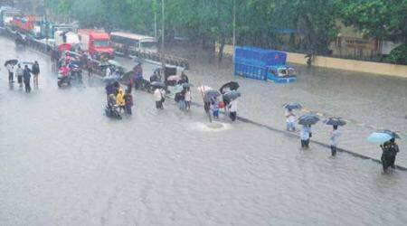 Days after showdown, BJP, Sena bury differences on Mumbai floods