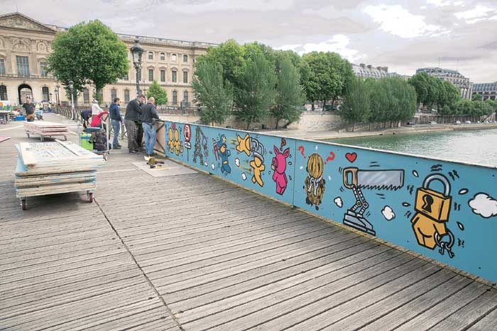 The locks have temporarily been replaced with paintings and in autumn, the bridge will have permanent Plexiglas panels