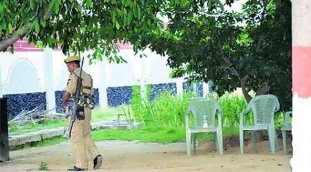 In Bihar, 24 policemen, 100 trees and an angry ex-CM Manjhi