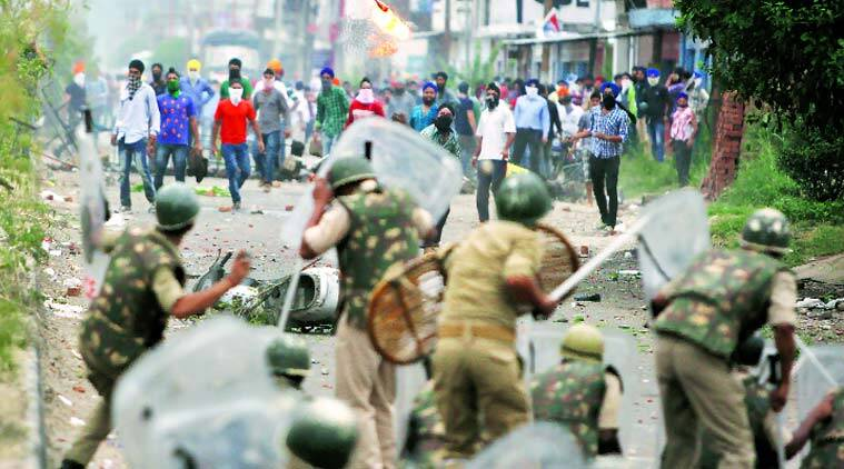 Sikh protesters clash with J&K police in Jammu, Thursday. (source: AP)