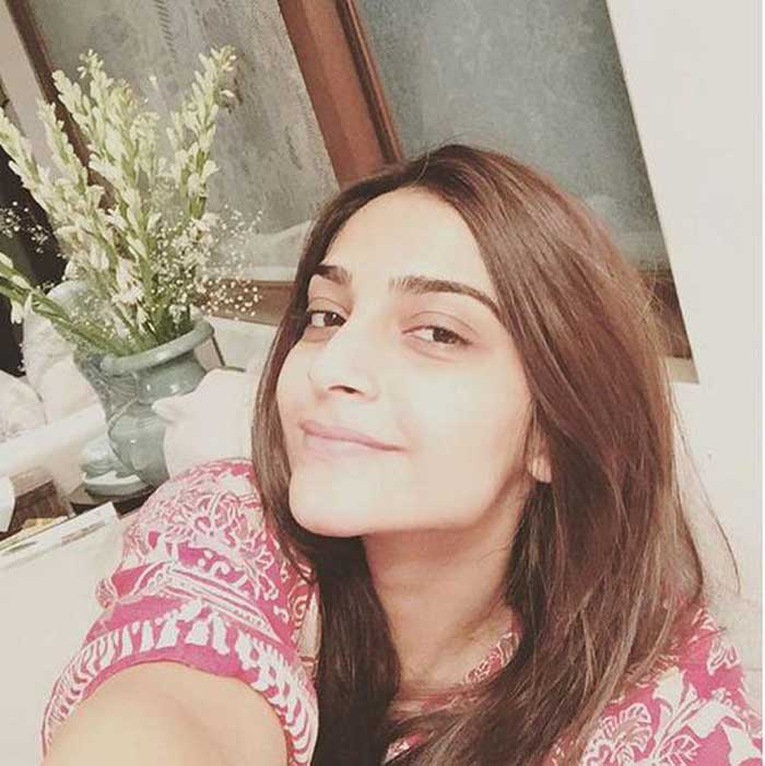 Sonam Kapoor Posts A No Make Up Selfie Entertainment Gallery News