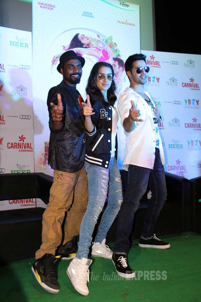 varun dhawan, shraddha kapoor, varun, shraddha, abcd 2, remo d'souza, indore, varun dhawan abcd 2, shraddha kapoor abcd 2, varun dhawan pics, shraddha kapoor pics, varun dhawan shraddha kapoor, varun shraddha, entertainment, bollywood pics, bollywood