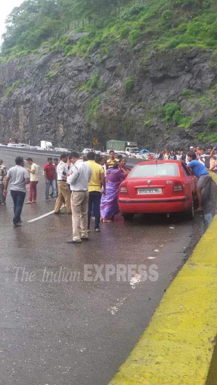 mumbai pune expressway, landslide, mumbai landslide, pune landslide, mumbai landslide photos, pune landslide photos, today landslide photos, mumbai pune expressway landslide, mumbai news, pune news, india news, indian express