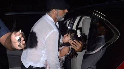 Akshay Kumar hides daughter Nitara from the paps