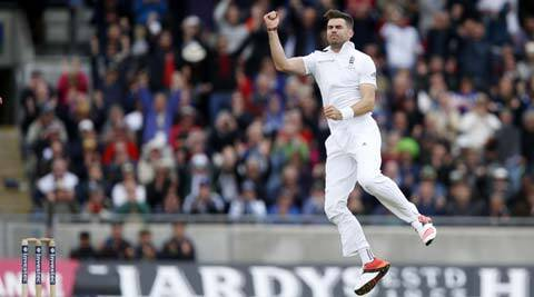 Ashes 2015: James Anderson swings it England's way on Day 1