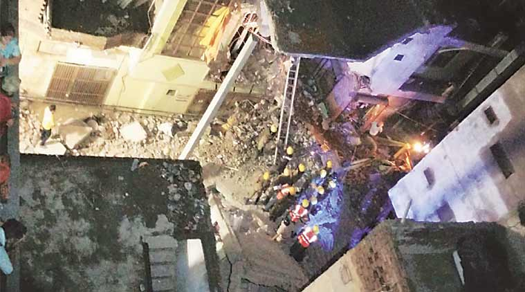delhi, delhi building collapse, west delhi building collapse, building collapse, vishnu garden, khayala, delhi fire brigade, delhi police, delhi news, india news