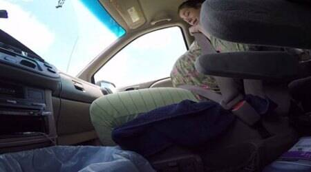 Texas man navigates traffic while filming wife giving birth