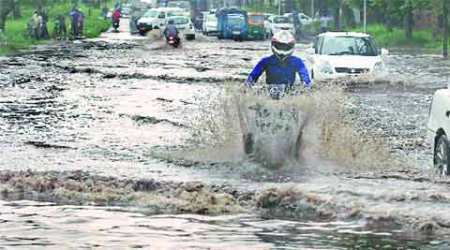 kolkata rain, heavy rain, bengal heavy rain, monsson, CM Mamata Banerjee, bengal monsoon, kolkata news, bengal news, Indian Express