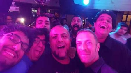 Coldplay singer Chris Martin performs impromptu in Delhi, breaks the internet