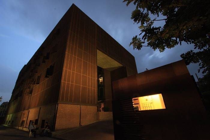 With Corten steel skin and custom-made exposed bricks that twist and turn, the Devi Art Foundation building design testifies to the avant-garde art it hosts