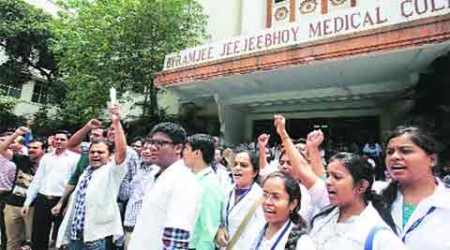Season Of Strikes: After the black robes, it's now the whites; FTII protest enters Day 22