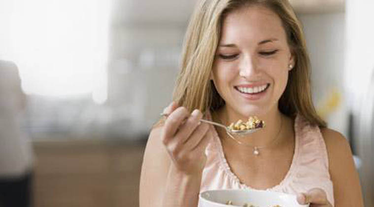 Recommended amount of dietary fiber per day is 38 grams for men and 25 grams for women. (Source: Thinkstock Images)