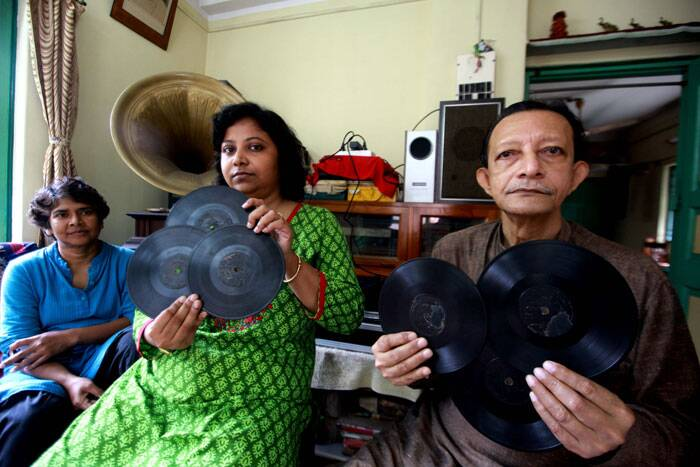 Sound archivist Indrani Majumdar (left) tracked down Panchu Gopal Biswas in Kolkata to listen to Sashimukhi's song
