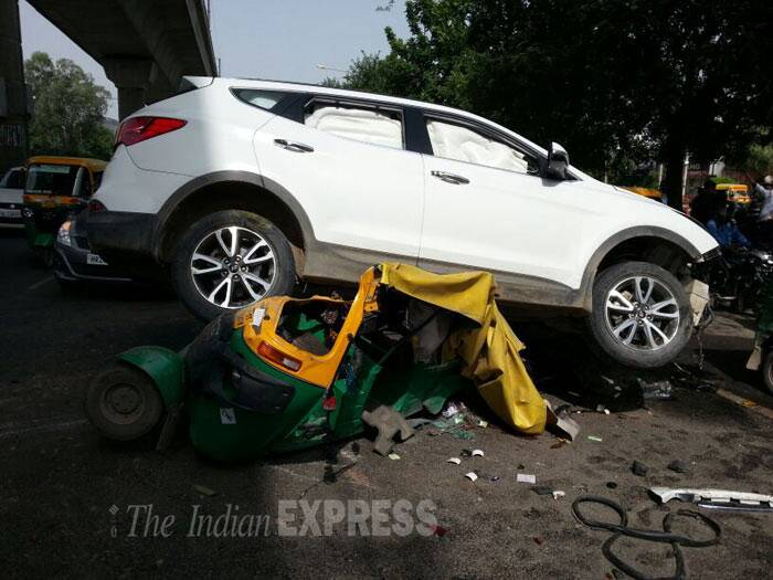 Delhi: Minor 'mows down' auto driver at Tolstoy Marg