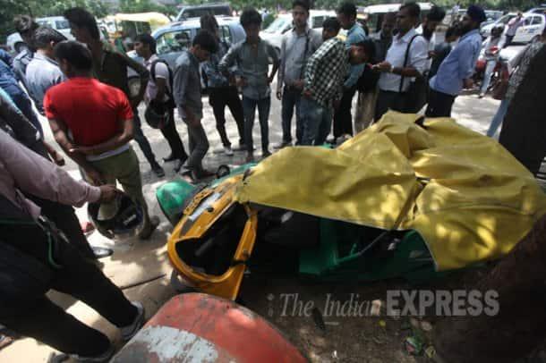Gurgaon, Gurgaon shootout, Gurgaon Gang War, Gurgaon Accident, IFFCO Chowk Shootout, MG road Shootout, MG Road Gurgaon shootout, SUV topples over autorickshaw, Shootout in Gurgaon, Gurgaon News, Delhi News
