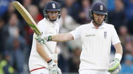 Batsmen give England chance to take big lead