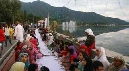 Young men set to host Asia's longest Iftar spread on the banks of Dal lake