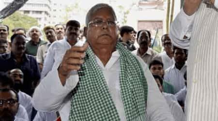 Lalu Prasad's late night call to Mulayam, 5 seats prevent 'Janata Parivar'split