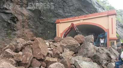 mumbai pune expressway, landslide, mumbai landslide, pune landslide, mumbai landslide photos, pune landslide photos, today landslide photos, mumbai pune expressway landslide, mumbai news, pune news, india news, indian express