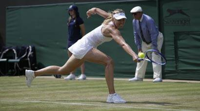 Wimbledon: Top seeds keep cool on hottest day