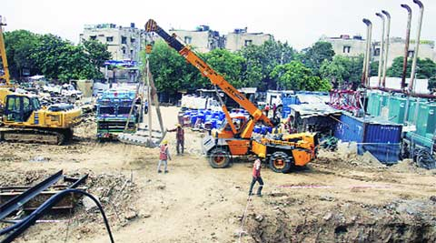 delhi metro, labourer crushed, metro labourer crushed, delhi news, indian express