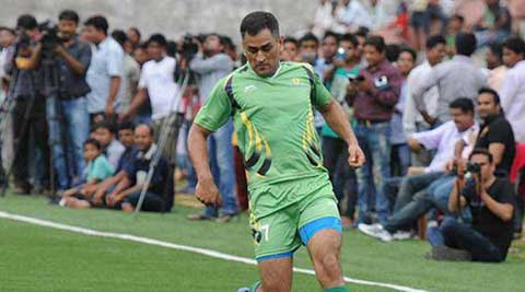 MS Dhoni indulges in football before he gets busy in cricket