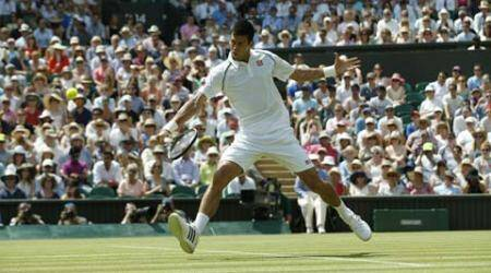 On hottest day, Djokovic and Serena breeze ahead