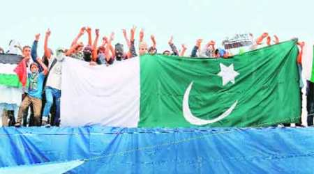 ISIS, ISIS flags, kashmir ISIS, Kashmir ISIS flags, kashmir protests, kashmir IS, ISIS, Syed ali shah geelani, pakistan, pakistani flags, kashmir pakistani flags, kashmir separatist death, kashmir separatists, india lates news, kashmir latest news