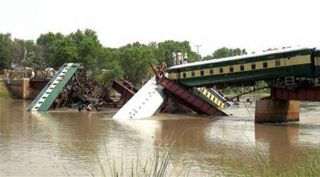 Pakistan army train derails, 17 dead as rescue ops continue