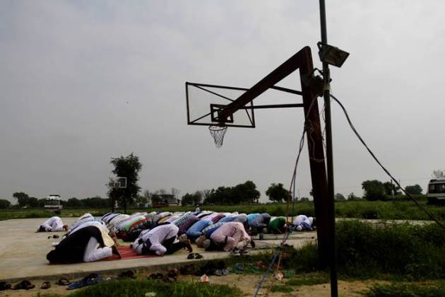Eid al-fitr, ramadan, holy month of ramadan, ramzan, mosque, eid namaz, ballabhgarh riots, atali riots, communal riots, communal tension, india news, news