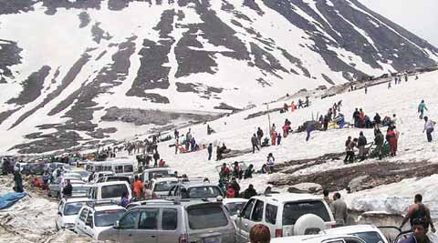 CNG tourist buses likely to ply on Rohtang Pass, state govt to take a call soon