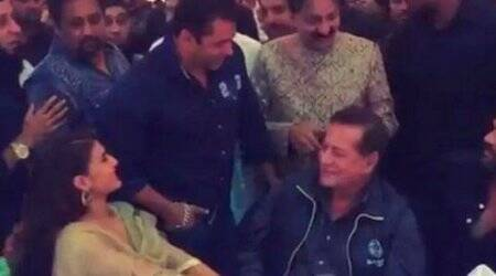 Salman Khan attends Baba Siddiqui's Iftar party, SRK couldn't make it this time