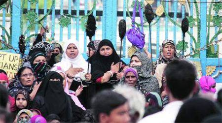 Deadline over, Shia women threaten to lock Chhota Imambara again