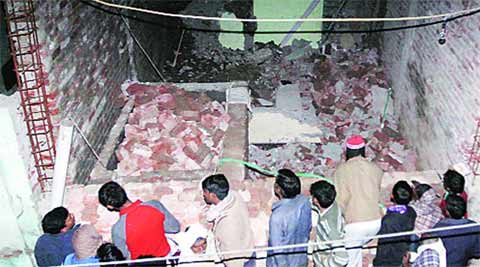 Wall collapse, death, Workers death, Delhi wall collapse, hospital wall collapse, Wall collapse death, under-construction wall, Delhi news, indian Express