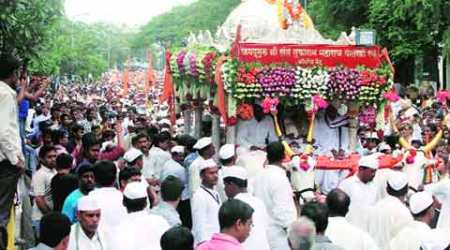 Warkaris in city, Puneites out to lend ahand