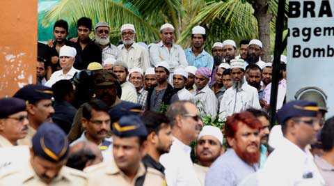 Yakub Memon Hanging: In quiet grief, hundreds turn up, crowd chorus is naarebazi nahin