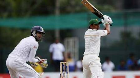 Younis Khan's unbeaten 171 helps Pakistan chase record total