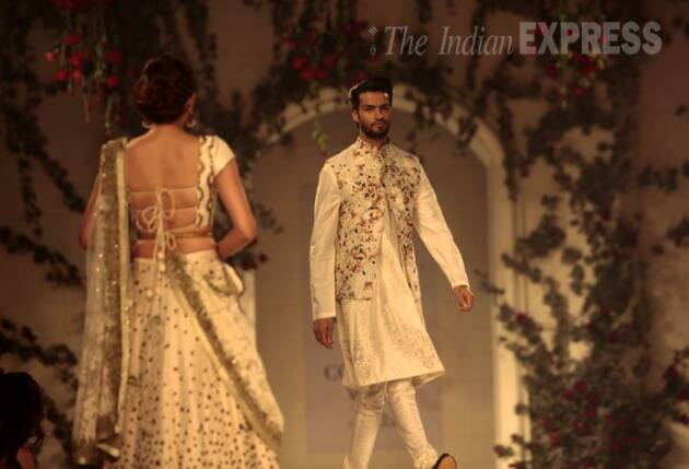 Amazon India Couture week, AICW 2015, AICW, AICW 2015 day 3, Amazon India Couture week day 3, Amazon India Couture week pictures, fashion pic pictures, Couture week pictures, fashion, fashion news, Varun Bahl