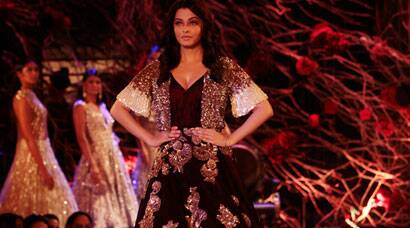 Aishwarya Rai Bachchan back on ramp, brings a magical end to Couture Week 2015