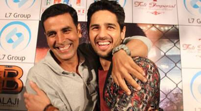 Akshay, Sidharth on a promotional spree for 'Brothers'