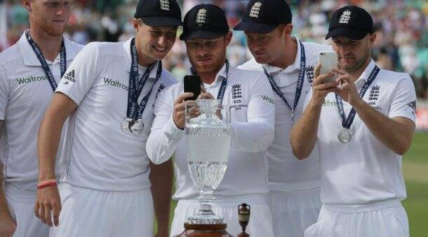 Ashes 2015: England lift The Urn at The Oval