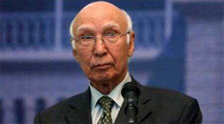 Pakistan does a balancing act by inviting Hurriyat to reception party for Sartaj Aziz