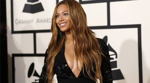 Beyonce Knowles suffers wardrobe malfunction