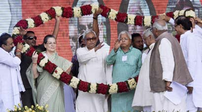 Sonia, Nitish and Lalu launch joint attack against PM Modi at Swabhiman rally in Patna