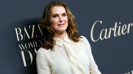 Brooke Shields injures foot