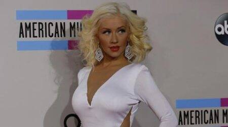 Christina Aguilera dedicates song to fiance